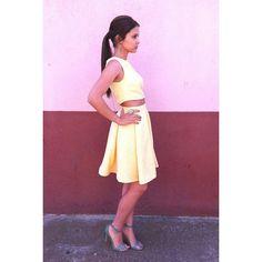 """""""Vanessa preciosa de #bautizo con este #conjunto de #croptop y #falda de #tablones #amarillopalido  #invitadaperfecta #amarillo #estilo…"""""""