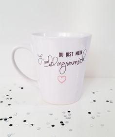 """Süße Tasse in weiß mit der Aufschrift """"Du bist mein Lieblingsmensch"""" in schwarz mit rosa Herz. Die Tasse ist spülmaschinenfest. Ein individueller Schriftzug oder eine Grafik ist gegen Aufpreis..."""