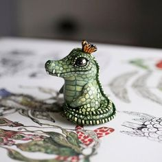 A throwback to this cute crock. I'm just sitting around waiting for my current batch of figurines to cure in the oven. Polymer Clay Kunst, Cute Polymer Clay, Polymer Clay Crafts, Polymer Clay Dragon, Biscuit, Cerámica Ideas, Clay Figures, Clay Animals, Sculpture Clay