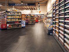 Fliesen aus Feinsteinzeug für gewerbliche Nutzung | Topgres Referenzen: Edeka Grünberg Shops, Mall, Street View, Retail, Department Store, Tents, Sleeve, Retail Stores, Retail Merchandising