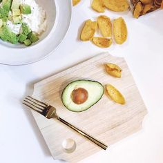 That Pantone color of the year just keeps showing up everywhere these days. #greenery 😂 but seriously, best snack/lunch/baby led weaning idea for you eva.  My little dude has always been tall and skinny.  I need to chunky him up so I try and use all the good fats when I can in our food.  Cottage cheese, 🥑 Avo, sprinkle of pepper and you can use any vessel you like...I use Fritos for mama (not for baby, cause duh). You can also throw in some eggs, sweet potato or even tuna if you wanna get…
