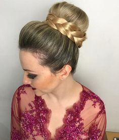 coque-alto-com-trancas-para-casamento-35 Pony Hairstyles, Holiday Hairstyles, Bun Updo, Ponytail, Kylie Lipstick, Bouffant Hair, Cool Eyes, Hair Goals, Hair Inspiration