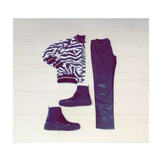 Simple outfit from @tiendasbrokersacco , the zebra pattern catch the eye!