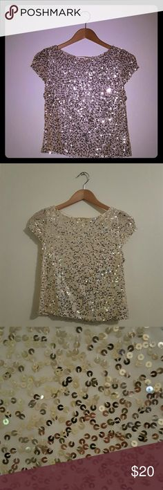 Alice + Olivia Sequined Crop Top Gorgeous Alice + Olivia top with gold sequin detailing and a gold zipper in the back. Never worn. Size XS Alice + Olivia Tops Blouses