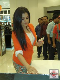 Tollywood actress Koel Mallick joined Kabir Lumba, Managing Director, Lifestyle International (P) Ltd. to formally announce the launch of the store. : http://sholoanabangaliana.in/tollywood-actress-koel-mallick-graces-the-opening-ceremony-of-lifestyle-in-kolkata-new-multi-brand-store-for-the-fashionistas/