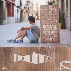 Seating plan artesanal personalizado de 60x120cm. Color madera con serigrafía en blanco.      https://instagram.com/woowlow/  #Design #Rustic #Handmade #Signane #Weedingideas #Handpainted #Wooden #Wood #Events #Boda #Seatingplan #InspirationDeco