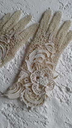 "I propose to make gloves ""Ligne de fleurs"" to order . The photo shows ivory gloves. Crochet Motifs, Crochet Lace, Crochet Patterns, Doilies Crochet, Doily Patterns, Dress Patterns, Antique Lace, Vintage Lace, Vintage Sewing"