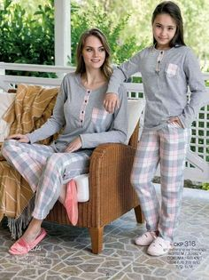 Yeni İnci CKP 316 Kids Pajamas Set will make you redefine comfort when you wear this cozy and stylish set. Kids Nightwear, Cute Sleepwear, Girls Sleepwear, Pajama Suit, Pajama Outfits, Night Suit For Girl, Pijamas Women, Cosy Outfit, Womens Pyjama Sets