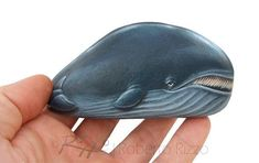 A Rare Shaped Stone Transformed in a Whale Rock Painting Art Rock Painting Ideas Easy, Rock Painting Designs, Painting For Kids, Paint Designs, Painted Rock Animals, Hand Painted Rocks, Whale Painting, Painting Art, Paintings
