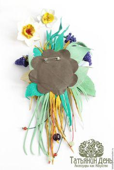 Самые первые цветочки, такие нежные, хрупкие и яркие! Я покажу, как можно своими руками сделать оригинальный подарок к весеннему празднику Пасхе, символами которого традиционно являются эти цветы. Они символизируют воскрешение природы после зимних холодов. Живыми цветами украшают столы, куличи, пасхальные венки, иконы. Не забудем украсить и себя или порадовать близкого человека.