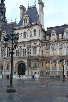 Find the man in the blue suit in front of the Hotel de Ville, Paris. Baroque Architecture, Amazing Architecture, Casa Steampunk, Beautiful Buildings, Beautiful Places, Paris Monuments, Image Paris, Tuileries Paris, France Photos