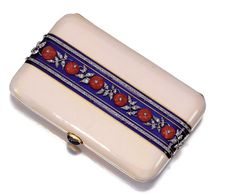 BOUCHERON Vanity box in blue and pink enamel button pink coral, pink diamonds sizes àl inside mirror and two compartments cm sign . Art Deco Vanity, Lipstick Case, Small Case, How To Make Handbags, Rose Cut Diamond, Box Art, Auction, Enamel, Gems