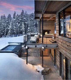 Modern ski home in Montana boasts views of snow-capped mountains This fabulous two-story modern ski home was designed by renowned architectural studio Locati Architects, located in Big Sky, Montana. Snow Cabin, Winter Cabin, Winter House, Mountain Home Exterior, Modern Mountain Home, Mountain Living, Chalet Canada, Chalet Interior, House Deck