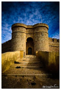 The Castle of Chinchilla , also known as Castle of Chinchilla Montearagón , is a strength of XVI century , located in the town of Albacete of Chinchilla Montearagón . The castle is one of the most strategic locations in Spain , and one of the most populous cities of the time.