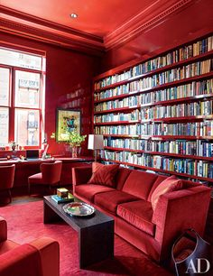 Monochromatic Manhattan apartment libray in a bold RED. Designed by Bruce Bierman. Originally published in Architectural Digest January Bookcase Styling, Bookshelf Design, Bookshelves, Architectural Digest, Balinese Decor, Manhattan Apartment, Apartment Renovation, Home Libraries, Red Rooms