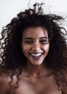 Love the darker lip and natural face! Also such a good curly hair cut ~ curls, dimples, and smile image Beauty Makeup, Hair Makeup, Hair Beauty, 90s Makeup, Prom Makeup, Pretty People, Beautiful People, Curly Hair Styles, Natural Hair Styles