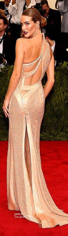 Rosie Huntington-Whiteley wearing Versace, arriving at the Met Gala, 2015.