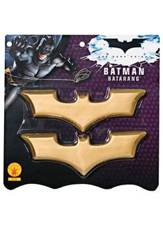 These Batman boomerangs are a perfect accessory for any adult or kids Dark Knight costume. These batarangs are made of a tough poly/foam and have the signature bat shape. These gold boomerangs come as a pair so you can have non-stop fun this Halloween! Batman Halloween Costume, Halloween Club, Batman Costumes, Pet Costumes, Batman Dark, Batman The Dark Knight, Dark Knight Costume, Batman Batarang, Wholesale Halloween Costumes