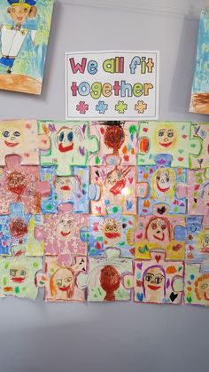 Friendship Art We All Fit Together .teacher cuts out puzzle pieces .children draw themselves with pastels and draw around the border .children select a colour to dye over the puzzle piece Friendship Preschool Crafts, Friendship Activities, Puzzle Crafts, Puzzle Art, Preschool Puzzles, Friendship Theme, Classroom Crafts, Classroom Ideas, Toddler Art