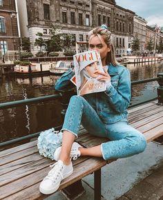 Denim On Denim Casual Easy Holiday Outfit Inspo Travel Outfits Holiday Style Amsterdam Vogue Photography Poses, Fashion Photography, Zalando Style, Insta Photo Ideas, Photoshoot Inspiration, Holiday Outfits, Photo Poses, Photo Shoots, Look Cool