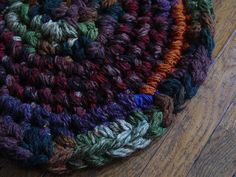 Finger knit crochet rug--or a shawl Finger Knitting Projects, Crochet Projects, Knitting Ideas, Crochet Crafts, Crochet Ideas, String Crafts, Yarn Crafts, Dyi Crafts, Finger Crochet