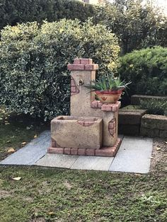 Fontana per giardino modello: Fonte del casale, colore: old stone. Località: Bene Vagienna (Cuneo).