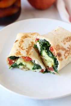Did you know that Starbucks Spinach Feta Egg White Wraps are just reheated from frozen? Make your own to freeze and have them as a quick breakfast option! Healthy Breakfast Wraps, Breakfast Options, Make Ahead Breakfast, Balanced Breakfast, Paleo Breakfast, Yogurt, Spinach And Feta, Wrap Recipes, Egg Recipes
