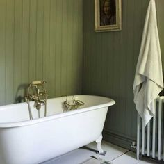 Coloring and Painting Small Bathroom Paint Design Bathroom Paint Design, Small Bathroom Paint, Best Bathroom Designs, Bathroom Ideas, Bathroom Green, Bathroom Updates, Kitchen Paint, Kitchen Decor, Wood Panel Bathroom