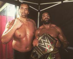 With the help of a returning #GreatKhali, @jindermahal is still the #WWE Champion! #SDLive #WWEBattleground @harvsihra_wwe @gurvsihra_wwe @wwenetwork