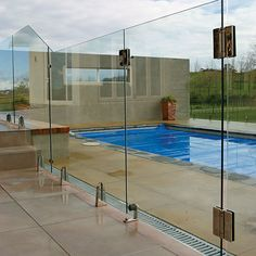 Glass pool fences | LUXURY GLASS NY
