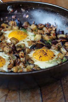 Aubergines aux oeufs et sumac - Racha Bassoul : Mon Liban, ma cuisine - Châtelaine