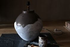 Het Moonhuis: Kruiklamp I Love Lamp, Painting Techniques, Vase, Crafts, Home Decor, Instagram, Gypsum, Paint Techniques, Manualidades