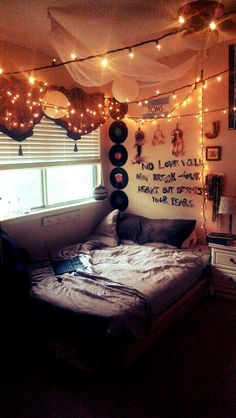 Stylish Canopies for String Light for a Beautiful Room Hipster indie room. Fairy lights and quote on wallHipster indie room. Fairy lights and quote on wall Grunge Bedroom, Trendy Bedroom, Modern Bedroom, Comfy Bedroom, Indie Room, Dream Rooms, Dream Bedroom, Chambre Indie, Tumblr Rooms