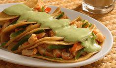 Enchiladas de camarón en salsa de aguacate