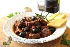Cinghiale in umido con olive Olive, Food Hacks, Italian Recipes, Nom Nom, Buffet, Pizza, Cooking Recipes, Beef, Healthy