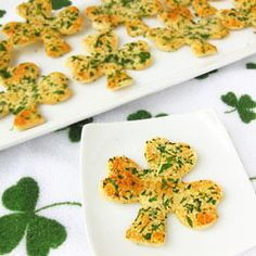 Shamrock Snack Crisps make a savory St. Paddy's Day treat topped with cheese and parsley (@ Hungry Happenings)