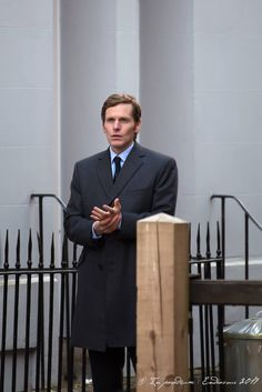 Endeavour filming in Oxford, October 2017 photo by In Paradisum: Endeavour Agatha Raisin Series, Endeavour Morse, Shaun Evans, Ginger Boy, Detective Series, British Actors, How To Run Longer, Tv Shows, Hollywood