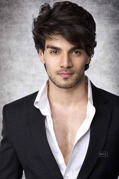Sooraj Pancholi, son of Aditya Pancholi, is set to make his debut with superstar Salman Khan produced Bollywood movie, 'Hero'. Actors Male, Cute Actors, Actors & Actresses, Indian Celebrities, Bollywood Celebrities, Bollywood Actress, Bollywood News, Bollywood Stars, Suraj Pancholi
