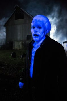 """Glühenvolk  (GLOO-ən-fohlk; Germ. Glühen """"glow"""" + Volk """"people"""") is an alien-like Wesen."""