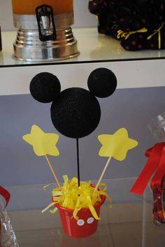 Um dos personagens mais queridos das crianças foi o tema para o aniversário de dois anos do Gabriel. Toda em amarelo, preto e branco, fizemos tudo à mão, com todo o carinho para a celebração do peq…