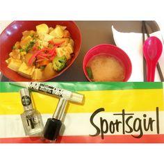 #20160222 #20160223 先週はしゃぎ過ぎたから今週は抑えめでってことで2日連続claremont笑 行っとるわりに高くて買えんお店ばっかでツライやつでもsportsgirlはいいところ日本食おいしかったこれTofu Curry Donてやつ #studyabroad #australia #2days #claremont #tooexpensive #sad #but #sportsgirl #good #teriteri #japanesefood #tofucurrydon #delicious #オーストラリア #短期留学 by choco_nok
