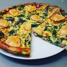 Spinach & goat cheese quiche - I am a big lover of quiches, Lorraine or vegetables. But to lighten them, I used to make them witho - Veggie Recipes, Diet Recipes, Vegetarian Recipes, Cooking Recipes, Healthy Recipes, Best Vegan Breakfast, Vegan Breakfast Recipes, Quiches, Goat Cheese Quiche