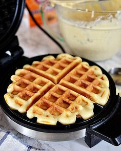 Fun Fact: Did you know Thomas Jefferson started the waffle craze? That& right, in Jefferson returned to the United States after his term as minister to France had ended with a long-handled. Breakfast Crepes, Breakfast Dishes, Breakfast Time, Easy Cooking, Cooking Recipes, Waffle Maker Recipes, How To Make Waffles, Breakfast Specials, Homemade Waffles