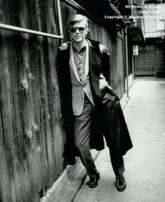 David Bowie, Kyoto, photo by Masayoshi Sukita Glam Rock, Rock And Roll, Elephant Man, David Bowie Pictures, David Bowie Born, Ziggy Played Guitar, Bowie Starman, Pose, The Thin White Duke