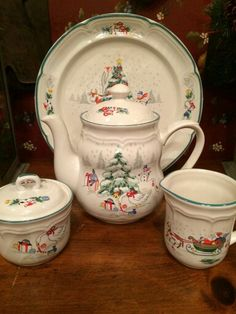 Christmas Teapot ---Country Christmas by International China Co--retired Christmas China, Christmas Dishes, Noel Christmas, Country Christmas, Christmas Table Settings, Christmas Tablescapes, Teapots And Cups, Teacups, Christmas Dinnerware
