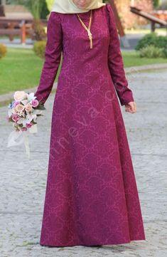 Kolyeli Hürrem Abiye Elbise - Mürdüm Abaya Fashion, Muslim Fashion, Modest Fashion, Fashion Dresses, Hijab Dress Party, Hijab Style Dress, Official Dresses, Dress Brokat, Couture