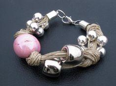pulsera de lino nudos perla xl ceramica rosa cilindros de resina y perlas metálicas platea lino natural,perla ceramica rosa,perlas plateadas engarzado,anudado
