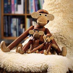 Kay Bojesen Monkey speelgoed. Hang of zet de handgemaakte monkey in een kinderkamer als dierbaar speelgoed, of in de huiskamer als icoon van het design van @kaybojesen #speelgoed #houtenspeelgoed #design #Flinders