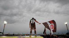 St. Pauli Fc St Pauli, Football Love, Walking Alone, Sport Fashion, In A Heartbeat, Rock N Roll, In This Moment, Beats, Random Stuff