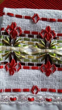Silk Ribbon Embroidery, Floral Embroidery, Embroidery Stitches, Ribbon Quilt, Ribbon Art, Swedish Embroidery, Monks Cloth, Swedish Weaving, Weaving Patterns